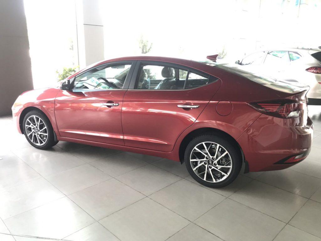 Hyundai elantra 2.0AT 2021 2
