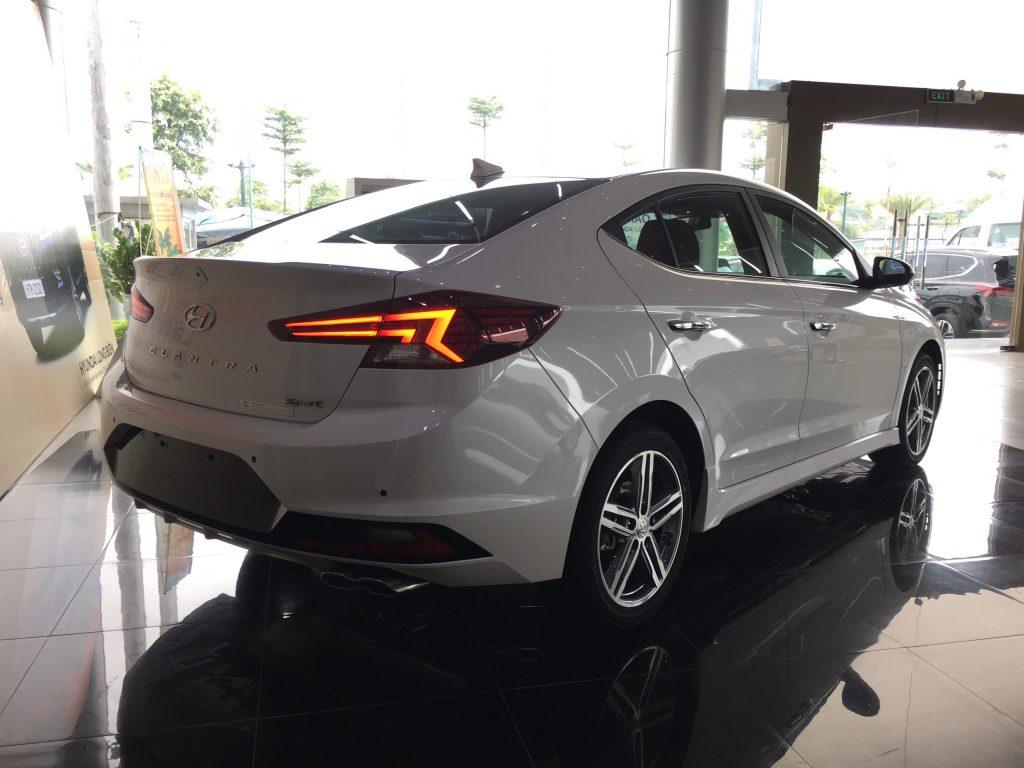 Hyundai elantra 1.6MT 2021 3